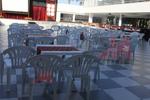 Пластмасови столове за хотел, с различни цветове
