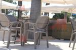 Устойчиви кафяви столове, от пластмаса