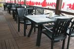 Пластмасови зелени столове, с разнообразни размери