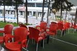 Пластмасови столове червени, за градината