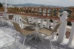 Стол,произведен от метал за открито заведение с различен вид седалка