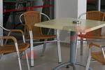 Модерни метални столове за басейни
