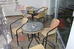 Качествен универсален стол от метал за вътрешно и външно използване