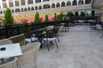 Устойчиви метални столове за поставяне в заведението и градината