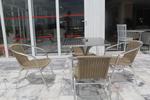 качествен метален стол за външно и вътрешно ползване