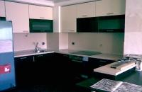 Дизайнерска ъглова кухня в бяло