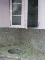 Поръчкова кухня със плот от зелен мрамор 222-2616