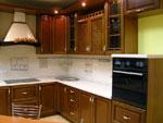 Класически проект за кухня от тъмно дърво  280-2616