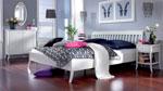 Бяла спалня по индивидуален проект с извити крачета на всеки елемент и решетъчна табла за леглото 11