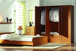 Индивидуален проект на спалня с трикрилен гардероб и етажерки 173-2618