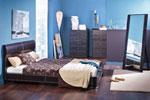 Спалня по поръчка с черна кожена тапицерия и нестандартна табла