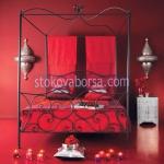спалня от ковано желязо с балдахин