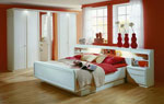 Бяла спалня по поръчка с огнено червени акценти 22-2618