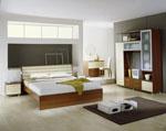 Поръчка на спалня в лешникови нюанси със секция с матово стъкло