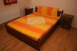 българска дървена спалня и нощно шкафче от масив