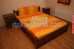 дървена спалня от масив с нощни шкафчета