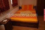 изработка на дървена масивна спалня и нощни шкафчета