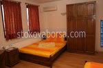 българска дървена спалня с гардероб от масив