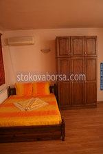 спалня от масив с гардероб