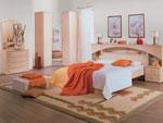 Поръчково спално обзавеждане с ъглов гардероб и легло с дъговидна вградена констукция в таблата с шк