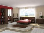 Спално обзавеждане по поръчка с гардероб с огледални врати и рафтове отстрани, с табла на леглото с