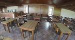Изработка и монтаж на дървени маси за заведения по поръчка