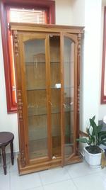 дървена витрина по поръчка