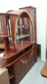 дървена витрина