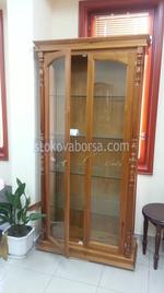 стъклени дървени витрини за хол