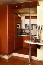 Кухня в цвят череша