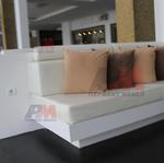 Дизайнерско обзавеждане с мека мебел с ракла