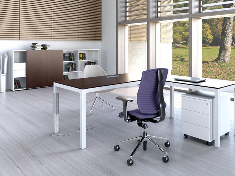 Офис мебели от МДФ в бяло и черно