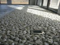 Сива кварцова настилка на камъчета