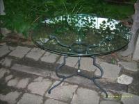Маса от ковано желязо и стъкло