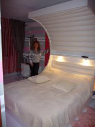 Спални мебели от ЛПДЧ с бял гланц