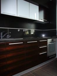 Обзавеждане за кухня от MDF естествен фурнир и дъб