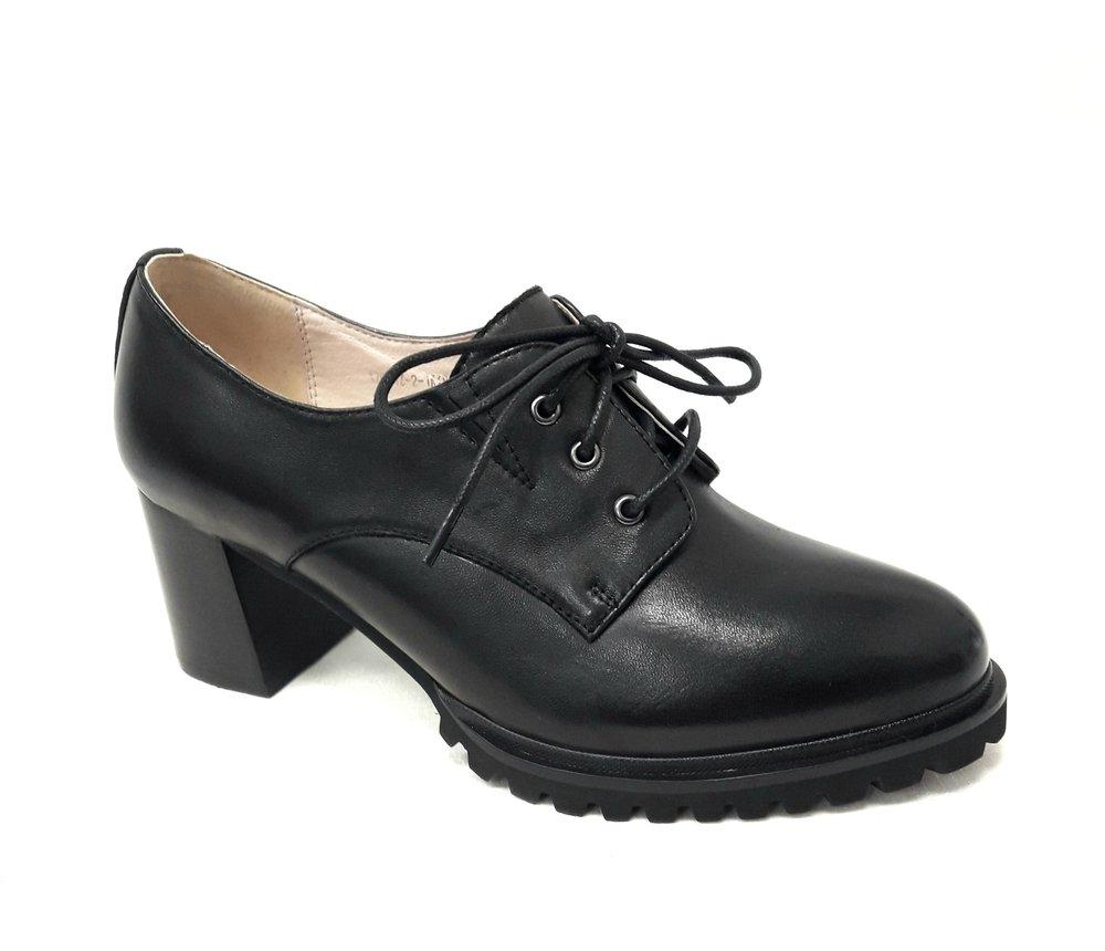 Елегантни дамски обувки от естествена кожа в черно.