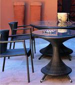 обзавеждане с маса и стол от ратан за заведение
