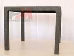 модерна маса от ратан