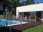 Поръчкова изработка на огради от стъкло за басейни