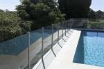 стъклена ограда за басейн