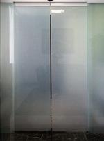 врата стъклена с две отварящи се крила