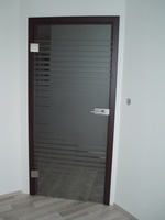 по поръчка стъклена врата с едно крило