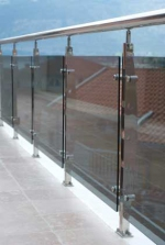 Изработка на нестандартни проекти за стъклени парапети за тераси, балкони, къщи, вили, офиси и други