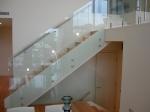 Стъклени парапети за стълбища по индивидуален проект
