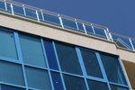 балконски парапети от инокс и синьо стъкло по поръчка