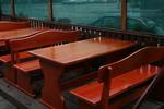 дървена маса с пейки за механа и кръчма