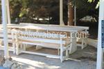 дървени пейки с маса за кръчми