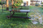 обзавеждане на заведения с дървени пейки с маса