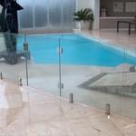 стъклени огради за басейн